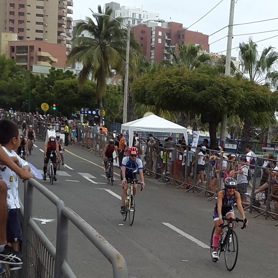 Antoine sur son vélo lors de l'Ironman d'Equateur