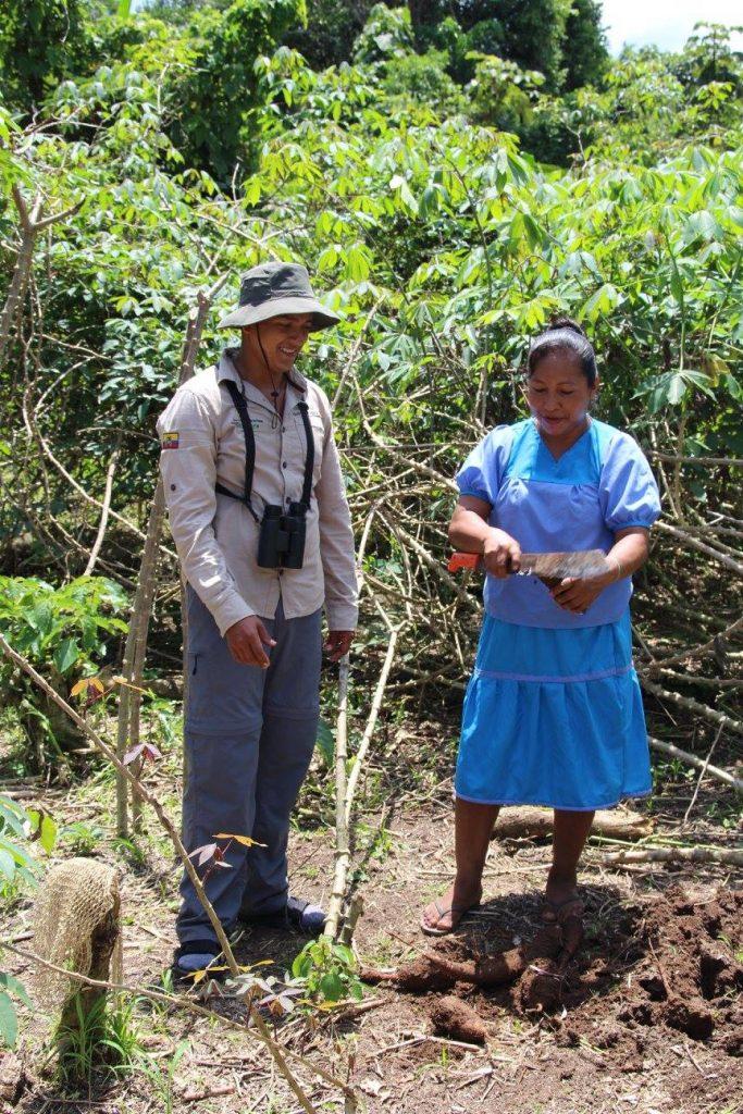 Siona, communauté indienne d'Amazonie, guide du lodge, rencontre, indiens, yuca, découverte.