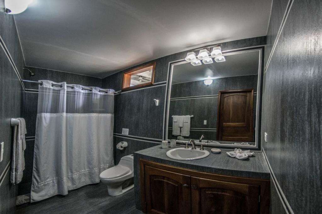 Salle de bain de l'hôtel Isabela Beach House