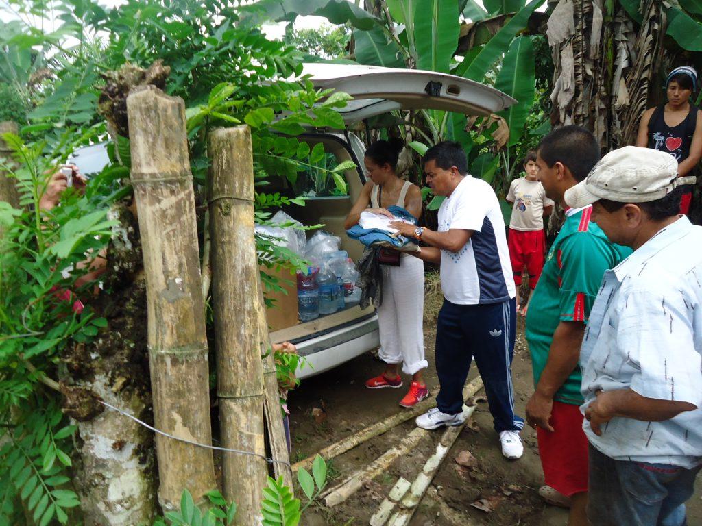 Tremblement de terre en Equateur: Laetitia aide la population