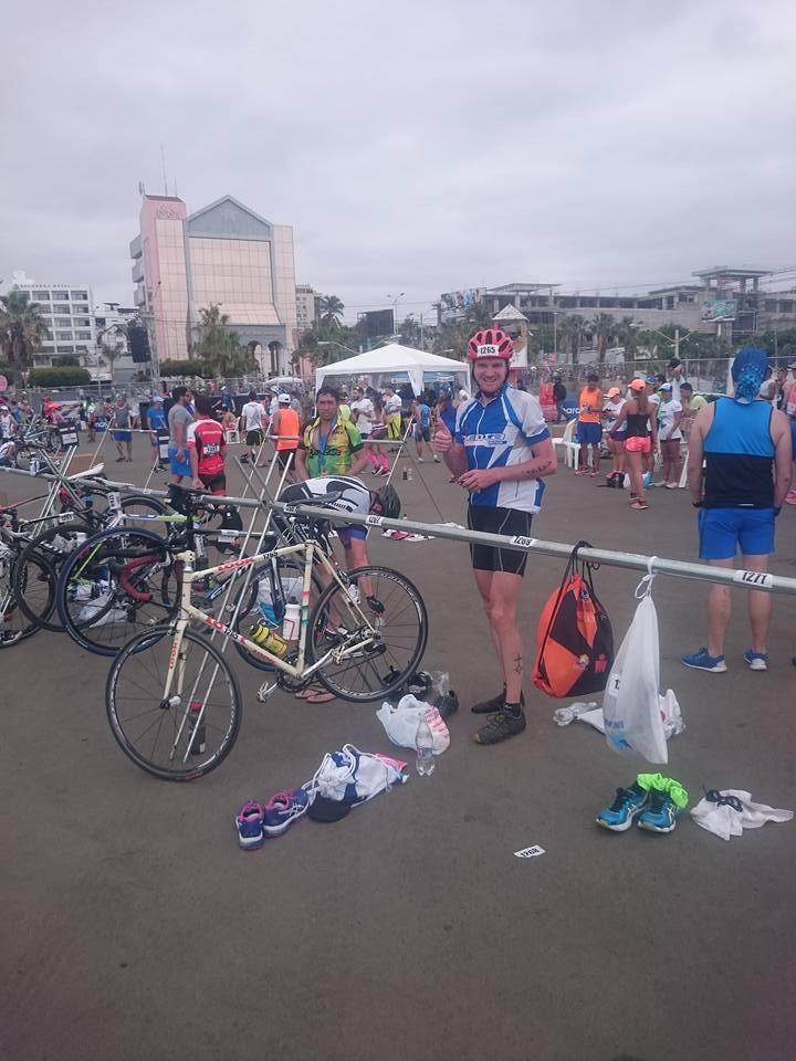 Ironman d'Equateur: Antoine dans l'aire des vélos