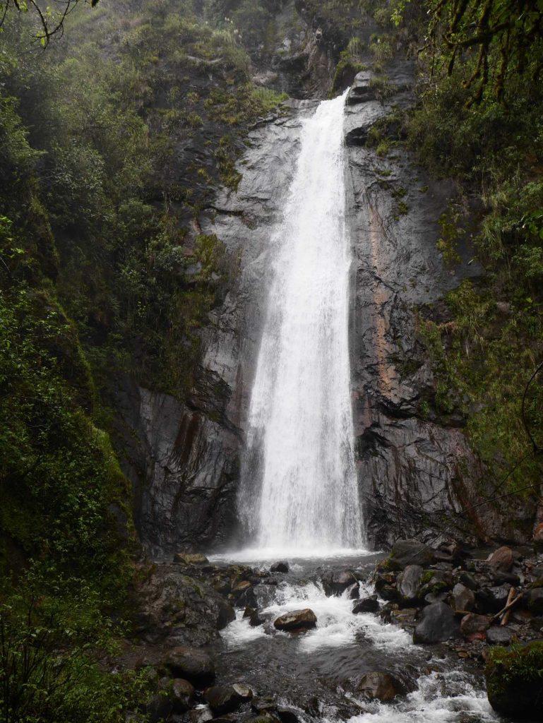 La vue méritée sur la belle cascade