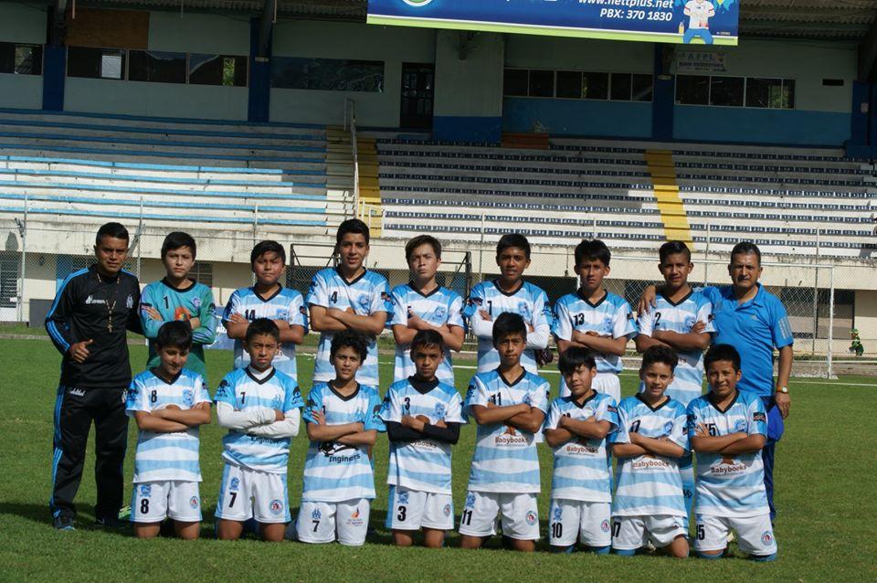 Les joueurs de l'Ecole de Football Marsella FC Loja