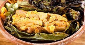 Ayampaco de poisson, plat typique de la culture shuar d'Amazonie
