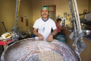 Luis Banda, le dernier producteur des colaciones à Quito, Équateur