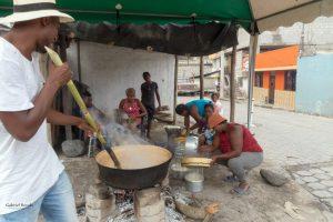 """Préparation de la boisson """"Champús"""" durant les fêtes de fin d'année, vallée de Chota en Équateur"""