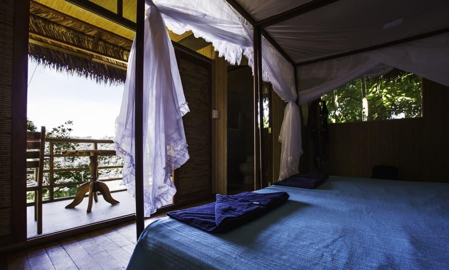Hôtel Cuyabeno Lodge situé en Amazonie primaire, dans la réserve Cuyabeno, Equateur, intérieur chambre cabane