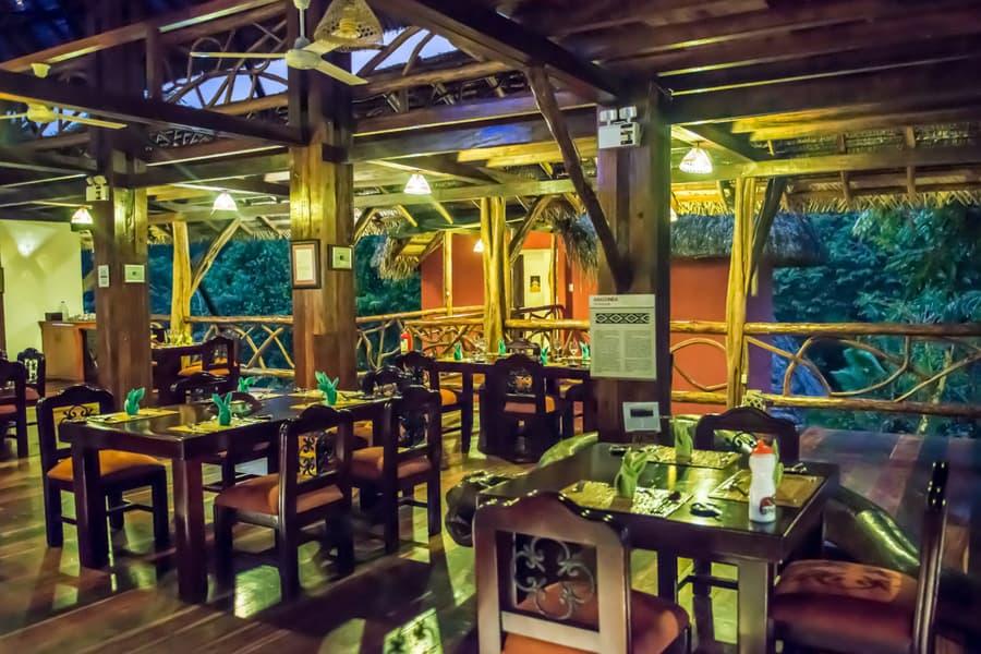 Hôtel Napo Wildlife Center Lodge situé dans le Parc National Yasuni en Amazonie primaire, Équateur, restaurant