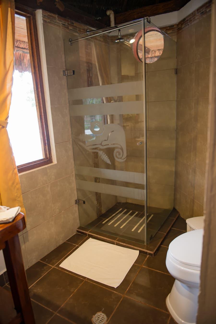 Hôtel Napo Wildlife Center Lodge situé dans le Parc National Yasuni en Amazonie primaire, Équateur, salle de bain