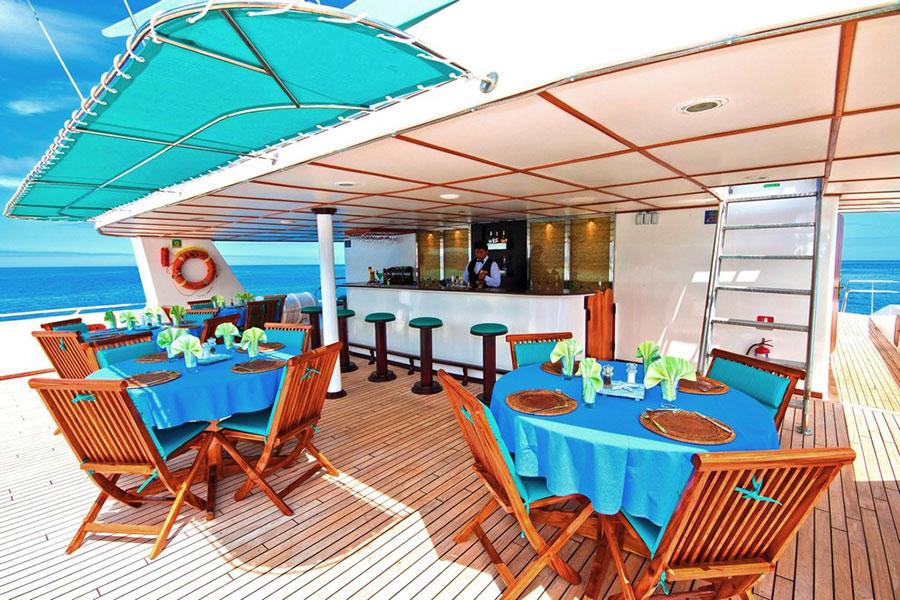 Croisière Galapagos Anahi Journey, restaurant extérieur