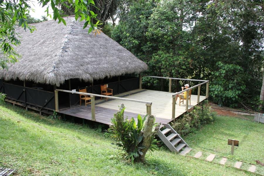 Hôtel Cuyabeno Lodge situé en Amazonie primaire, dans la réserve Cuyabeno, Equateur, terrasse extérieure