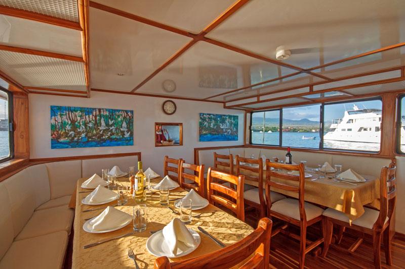 Croisière Galapagos Eden, salle à manger