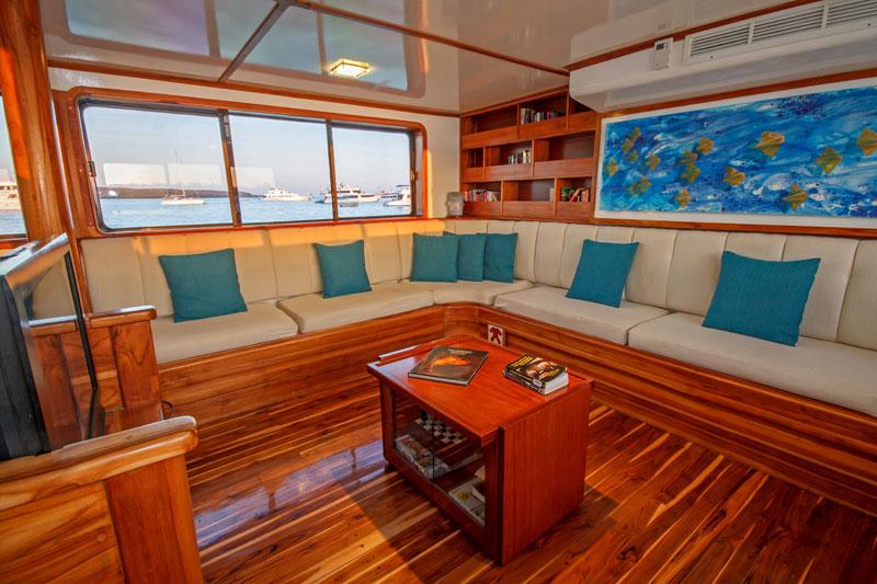 Croisière Galapagos Eden, salle TV