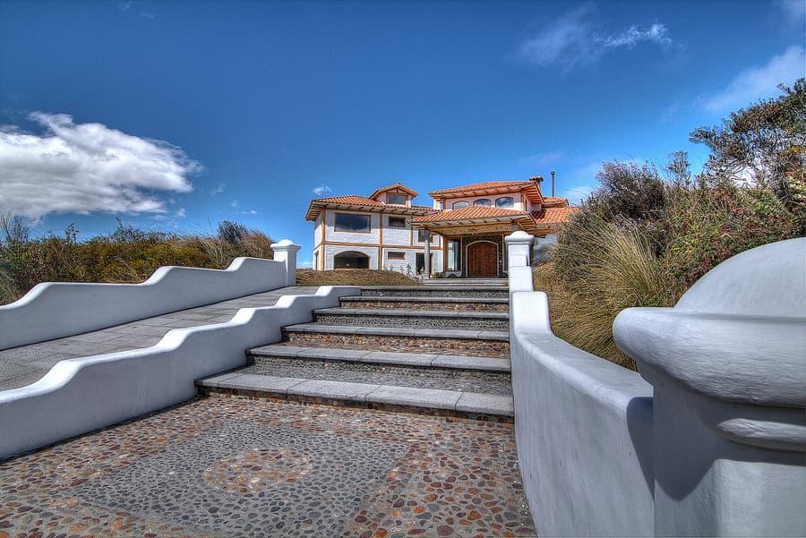 Hôtel Hacienda Los Mortiños, Parc Cotopaxi, Equateur, vue extérieur et parvis