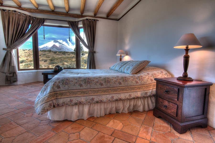 Hôtel Hacienda Los Mortiños, Parc Cotopaxi, Equateur, suite matrimoniale avec vue sur le volcan