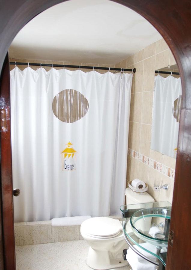 Hôtel Ikala à Quito, Equateur, salle de bain de chambre standard