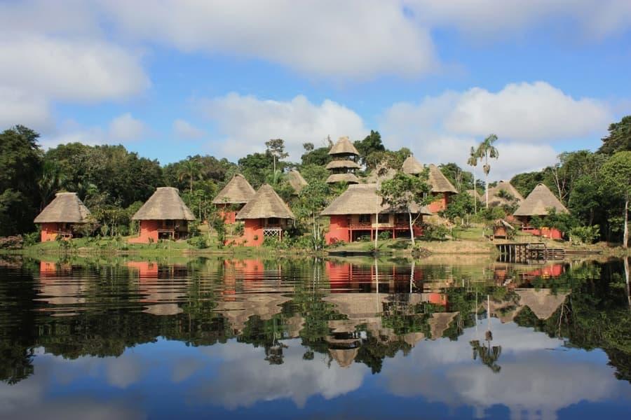 Hôtel Napo Wildlife Center Lodge situé dans le Parc National Yasuni en Amazonie primaire, Équateur, vue extérieure