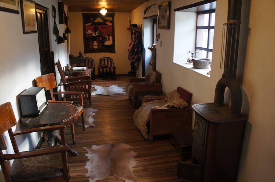 Hôtel Auberge Posada de Tigua, près de la lagune Quilotoa, Equateur, salle commune