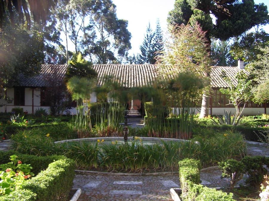 Hôtel Hacienda La Cienega, Parc Cotopaxi, Equateur, arrière cours