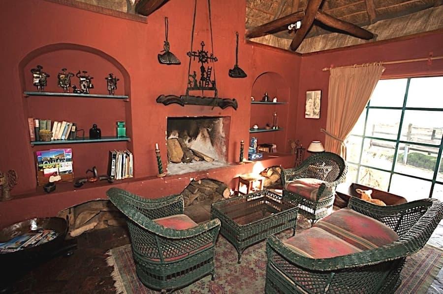 Hôtel Hacienda El Porvenir, Parc Cotopaxi, Equateur, salon et cheminée
