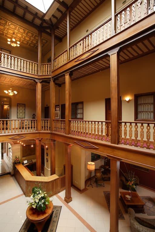 Hôtel colonial Carvallo, à Cuenca, Equateur, hall d'entrée et patio intérieur