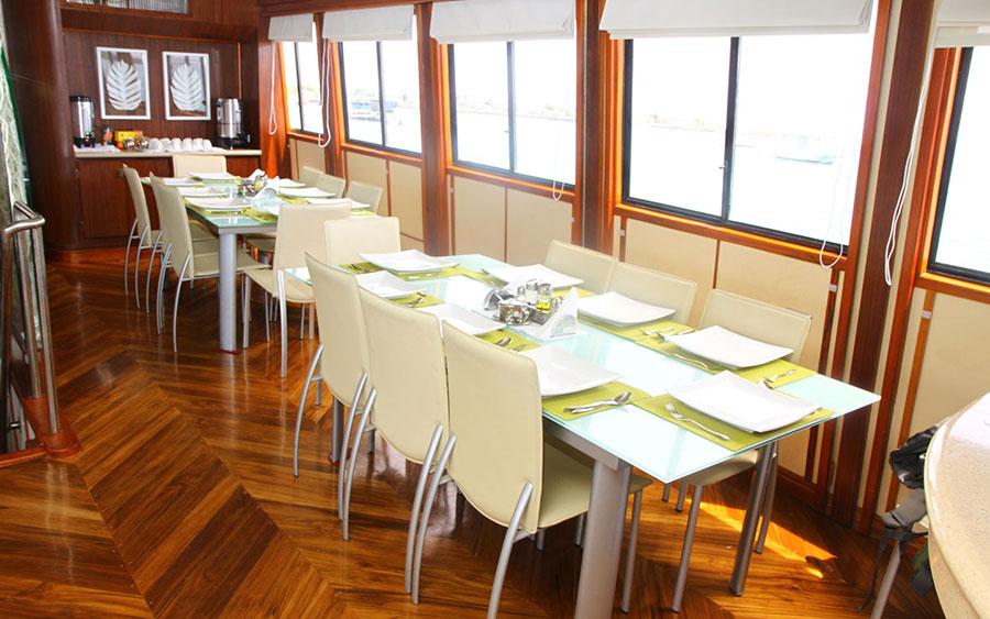 Croisière plongée Galapagos Humboldt, salle à manger