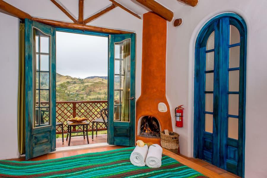 Hôtel Lodge Llullu Llama, Isinlivi près de la lagune Quilotoa, Equateur, chambre avec cheminée et terrasse