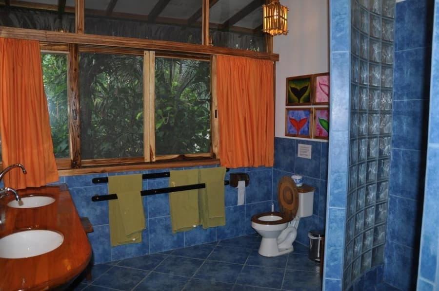 Lodge Mandala, Puerto Lopez, côte Pacifique d'Equateur, salle de bain d'une cabane standard