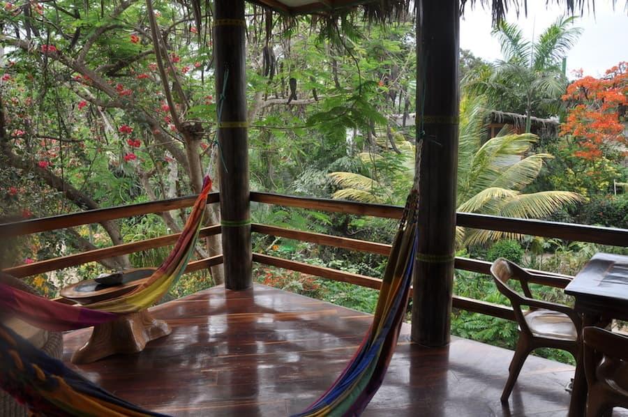 Lodge Mandala, Puerto Lopez, côte Pacifique d'Equateur, terrasse d'une cabane supérieure