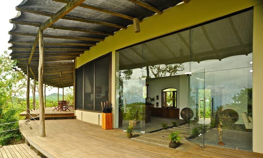 Lodge Safari Camp, Île Santa Cruz, Galapagos, Equateur, entrée principale et terrasse