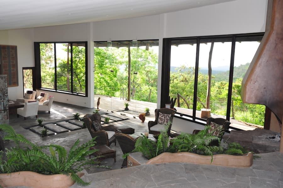 Lodge Safari Camp, Île Santa Cruz, Galapagos, Equateur, réception et cheminée