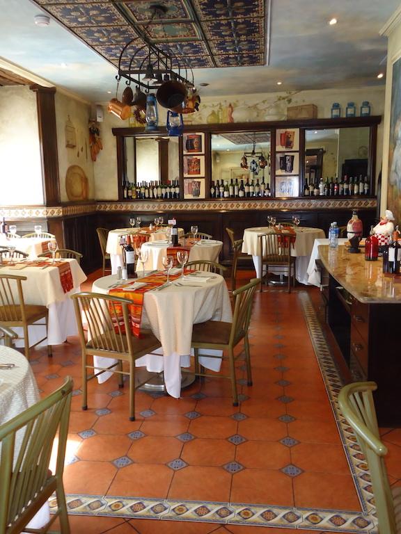 Hôtel Santa Lucia, à Cuenca, Equateur, bar et restaurant secondaire