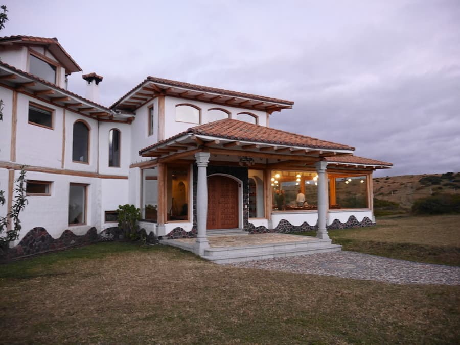 Hôtel Hacienda Los Mortiños, Parc Cotopaxi, Equateur, vue extérieure et entrée principale