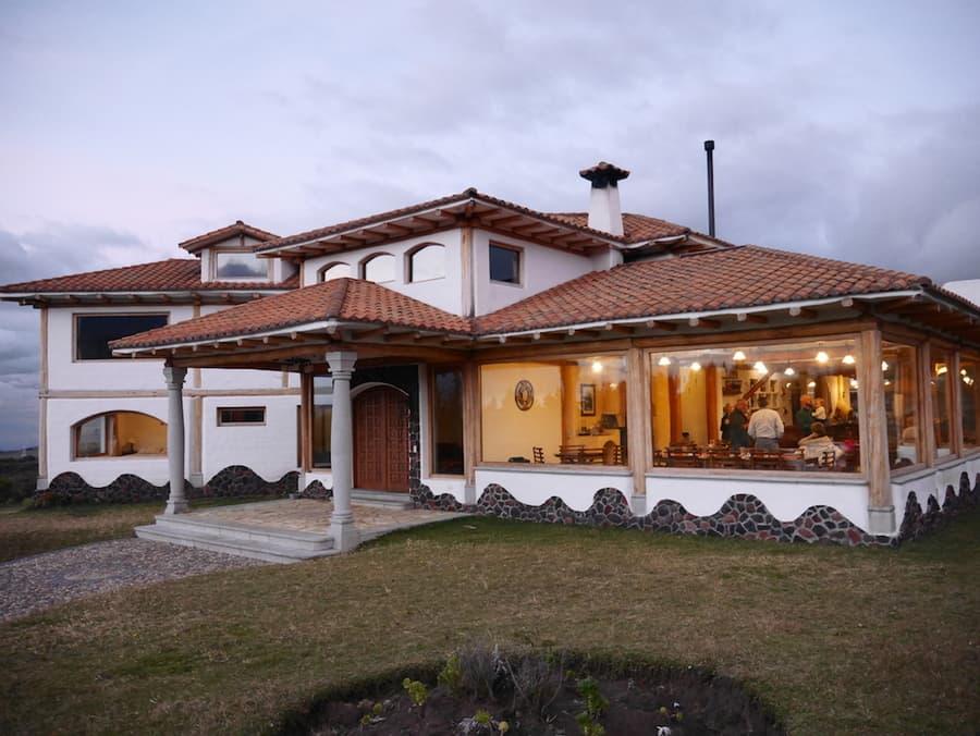 Hôtel Hacienda Los Mortiños, Parc Cotopaxi, Equateur, entrée principale et restaurant