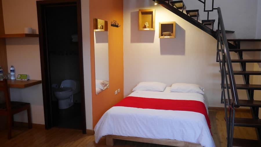 Hôtel Las Culturas, à Cuenca, Equateur, chambre matrimoniale avec mezzanine