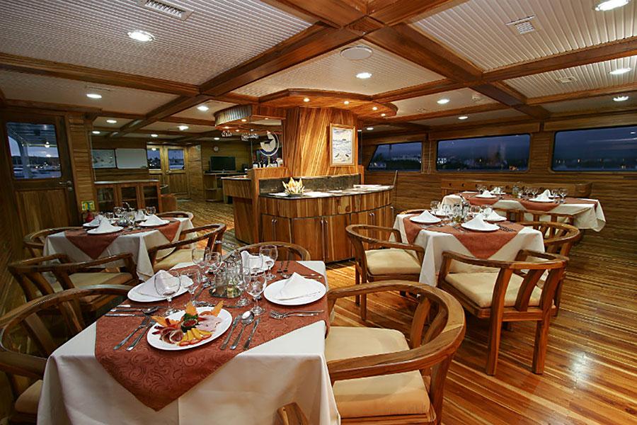 Croisière Galapagos Galaxy, salle à manger