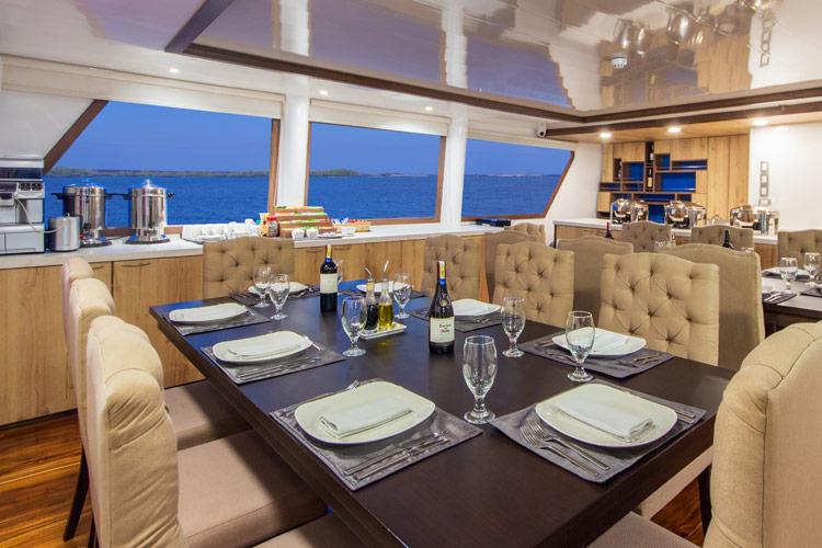 Croisière Cormorant Galapagos, salle à manger