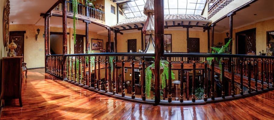 Hôtel Los Balcones, à Cuenca, Equateur, étage et patio intérieur