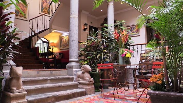 Hôtel Villa Colonna dans le centre historique de Quito, Equateur, Patio central intérieur