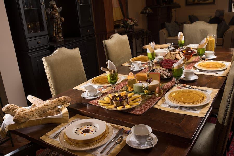 Hôtel Villa Colonna dans le centre historique de Quito, Equateur, table de la salle à manger et déjeuner