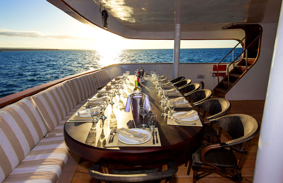 Croisière Galapagos Odyssey, restaurant extérieur