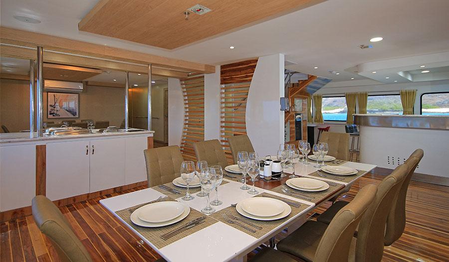 Croisière Galapagos Grand Queen Beatriz, restaurant