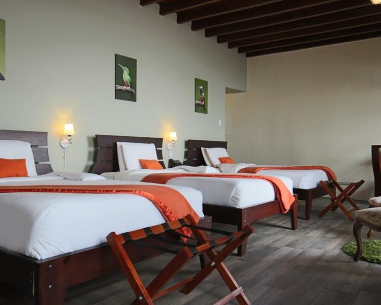 Chambre triple de l'Hôtel Colonial San Agustin à Quito