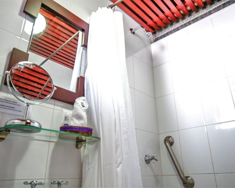 Salle de bain de l'Hôtel Colonial San Agustin à Quito