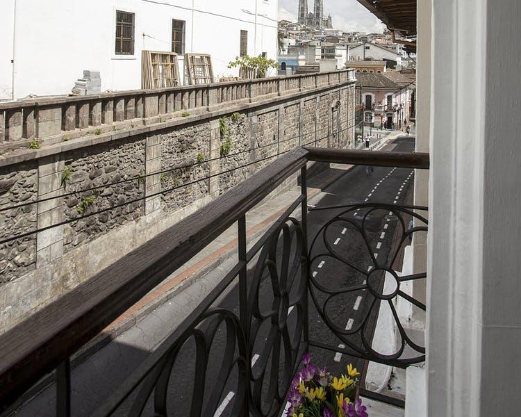 Vue du balcon de l'Hôtel Colonial San Agustin à Quito