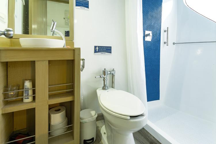 Croisière Galapagos Calipso, salle de bain