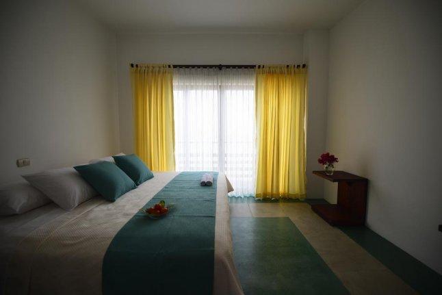 Hôtel Cormorant Beach House, sur l'île Isabela, aux Galapagos, Equateur, chambre matrimoniale avec vue sur la mer