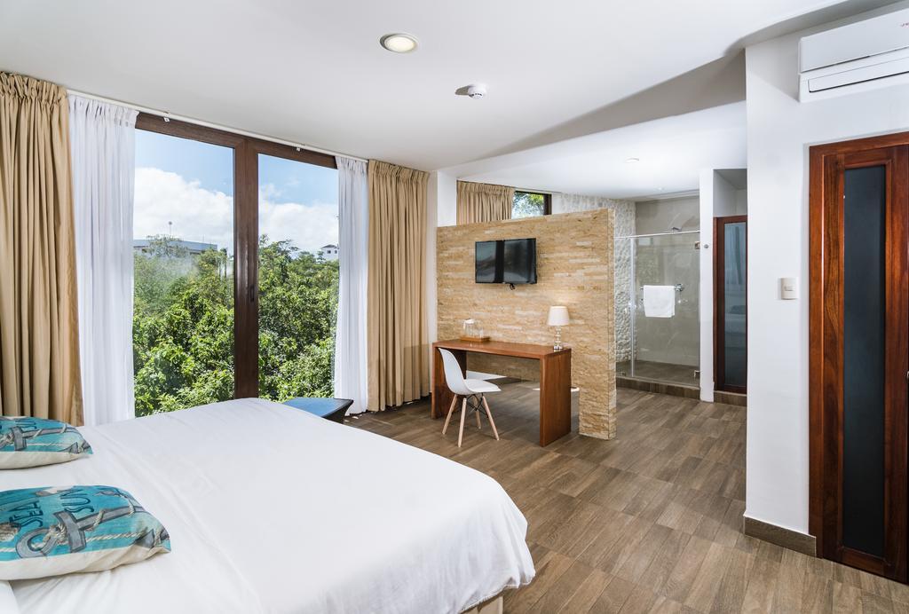Hôtel La Isla, Galapagos, Île Santa Cruz, Chambre double lit matrimonial vue alternative