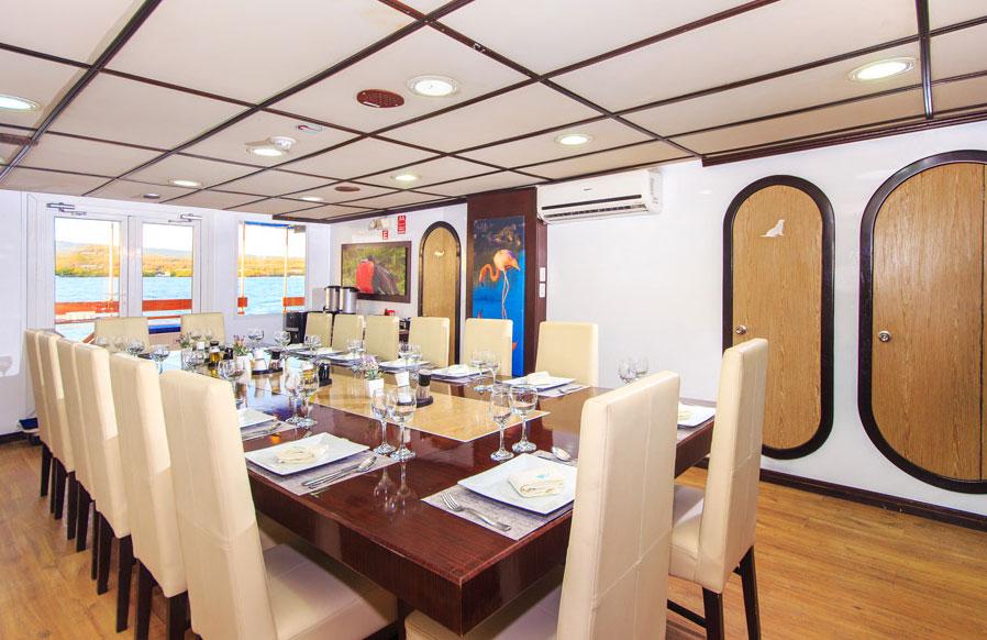 Croisière Archipel II Galapagos, salle de restaurant