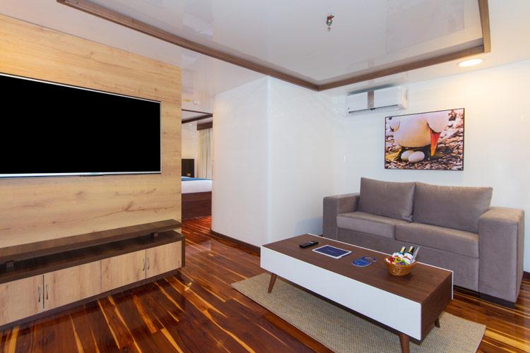 Croisière Cormorant Galapagos, salle TV